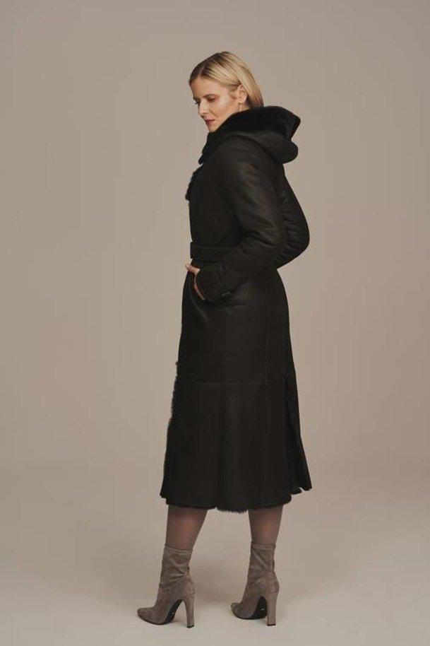 Černý dámský kožich dlouhý s kapucí