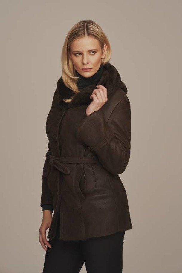 Pravý zimní dámský kožich s kapucí