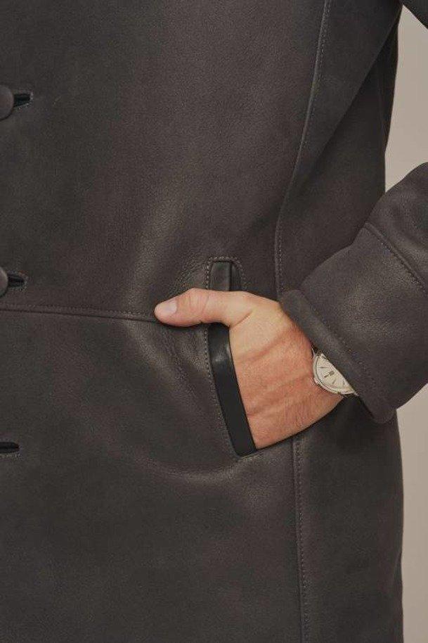 Men's traditional sheepskin coat