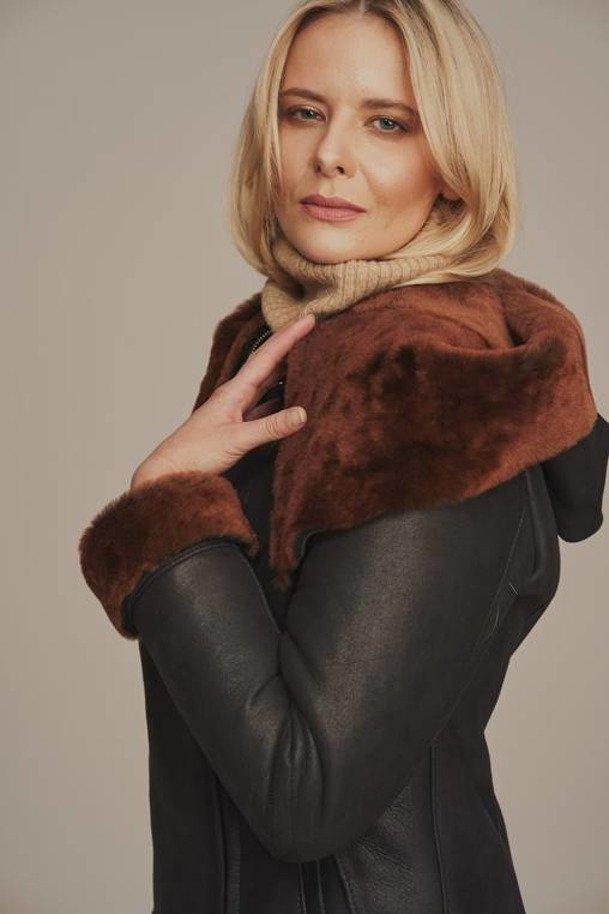 Damski płaszcz kożuch zimowy - Futro damskie z kapturem