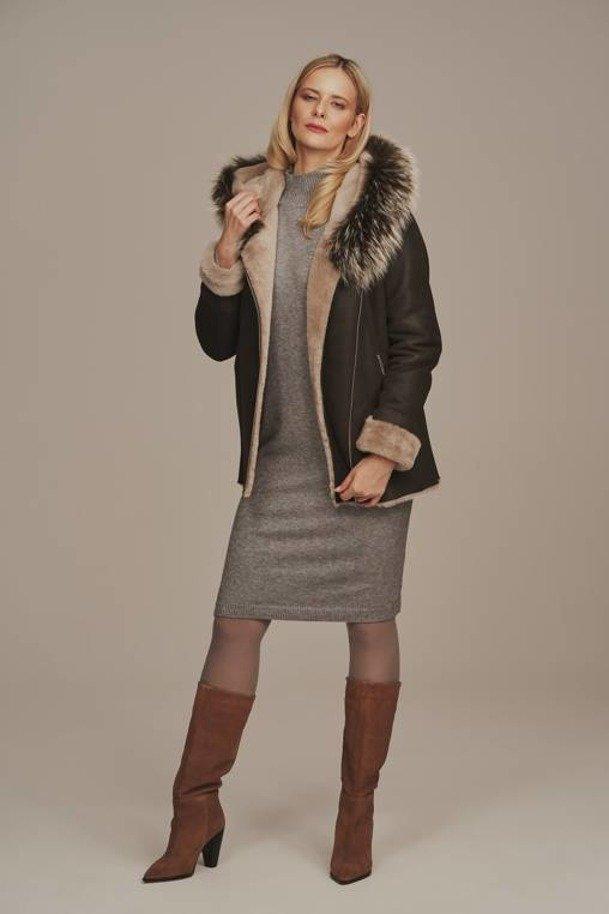 Dámsky kabát s kapucňou z ovčej kože